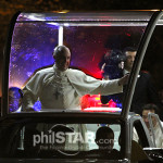 His Holiness Pope Francis' smile radiates in an early evening motorcade upon his arrival in Manila to begin his five-day apostolic visit to Asia's biggest Christian nation. (photo by Philstar.com / Arnel Joseph Bolando)