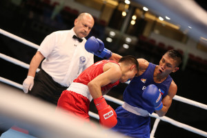 Rogen Ladon, shown here in a file photo of his win over Joselito Altamirano of Mexico, brings home a bronze medal for the Philippines at the 2015 AIBA World Boxing Championships in Doha, Qatar (photo from AIBA.com)