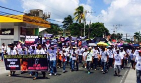 Residents of MataasnaKahoy stage a rally calling for justice on behalf of slain former Brgy. Captain Jacinto Gardiola. Gardiola's slaying last Mar. 2 is said to be the first poll killing that Batangas province has had since the 2010 elections. (photo by Gising MataasnaKahoy page on Facebook)