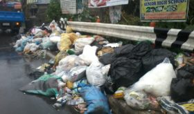 Piled up trash at a major highway in Lipa CIty (photo by Marlon Alexander Luistro / The Filipino Connection)